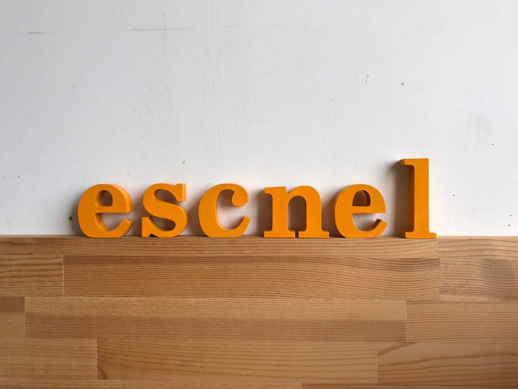 「escnel」ロゴブロックを作りました♪