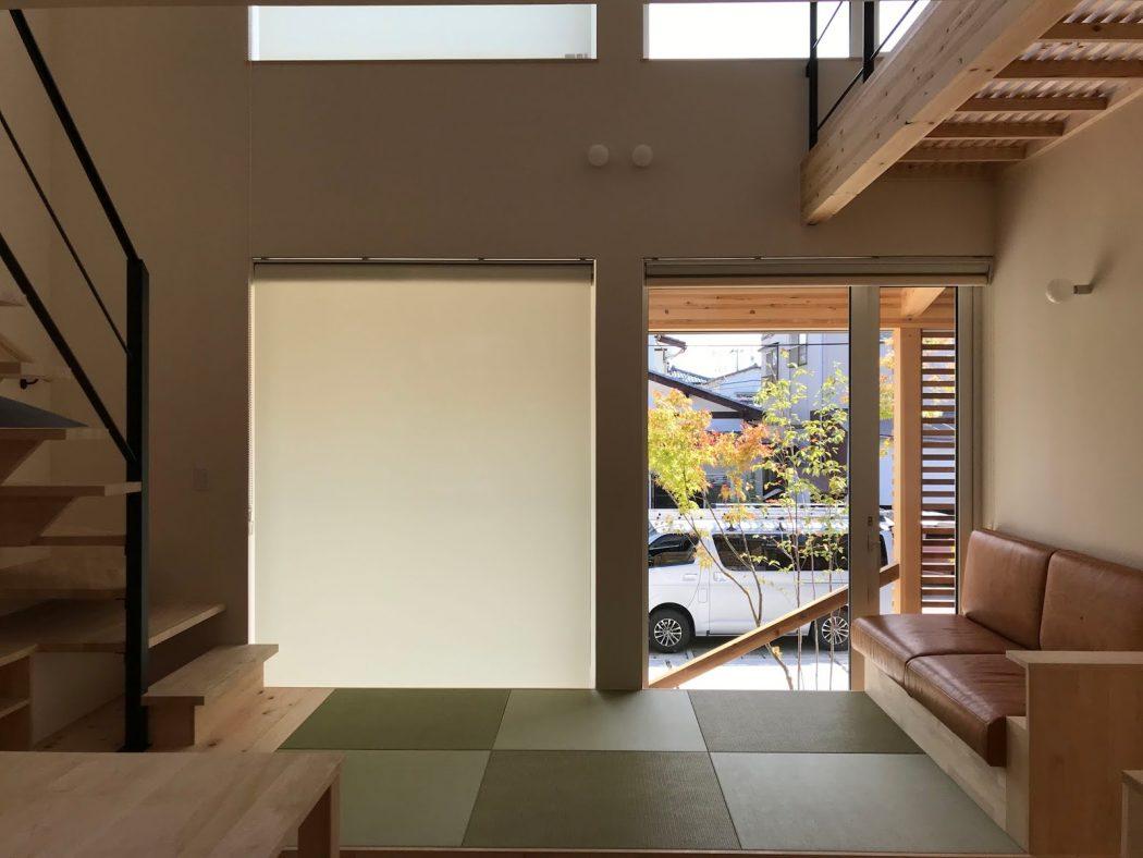 【網川原のエスネル‐45】大安晴天のお引渡しとロールスクリーン設置。「内と外の見え方の違い。」