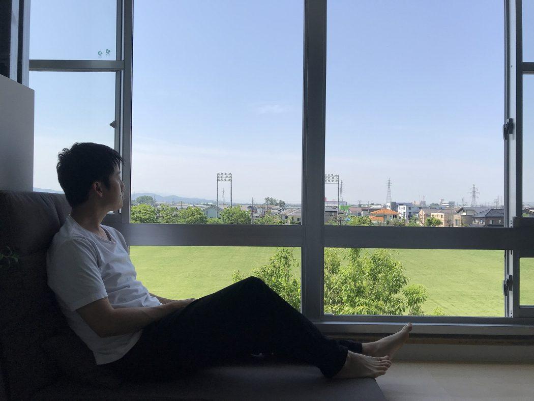 【秘訣】窓辺の心地良さ『窓辺ソファのススメ。』安らげる空間を。+枝生け。