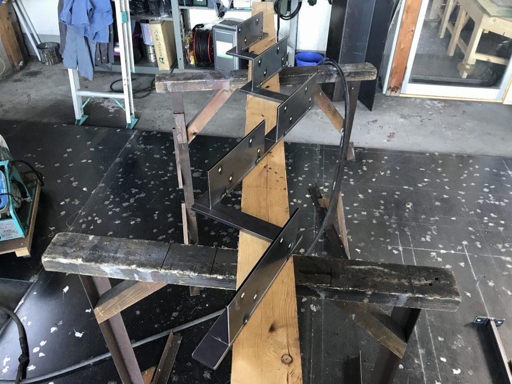 【中野のエスネル-05】『コーナーサッシ×スチール階段。』眺望を妨げない宙に浮く階段が製作中。