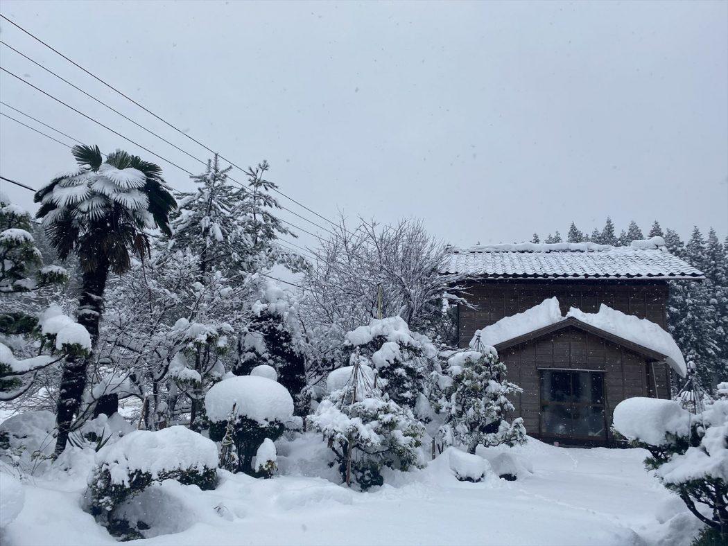 いなか日記。140『我が家の初雪2020』積雪考慮の重要性と「風除室」の有効性。