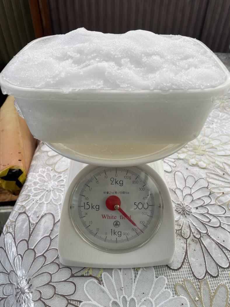 【構造】『雪の単位荷重の計測。』実情と計算値の差。雨による重量化リスク。